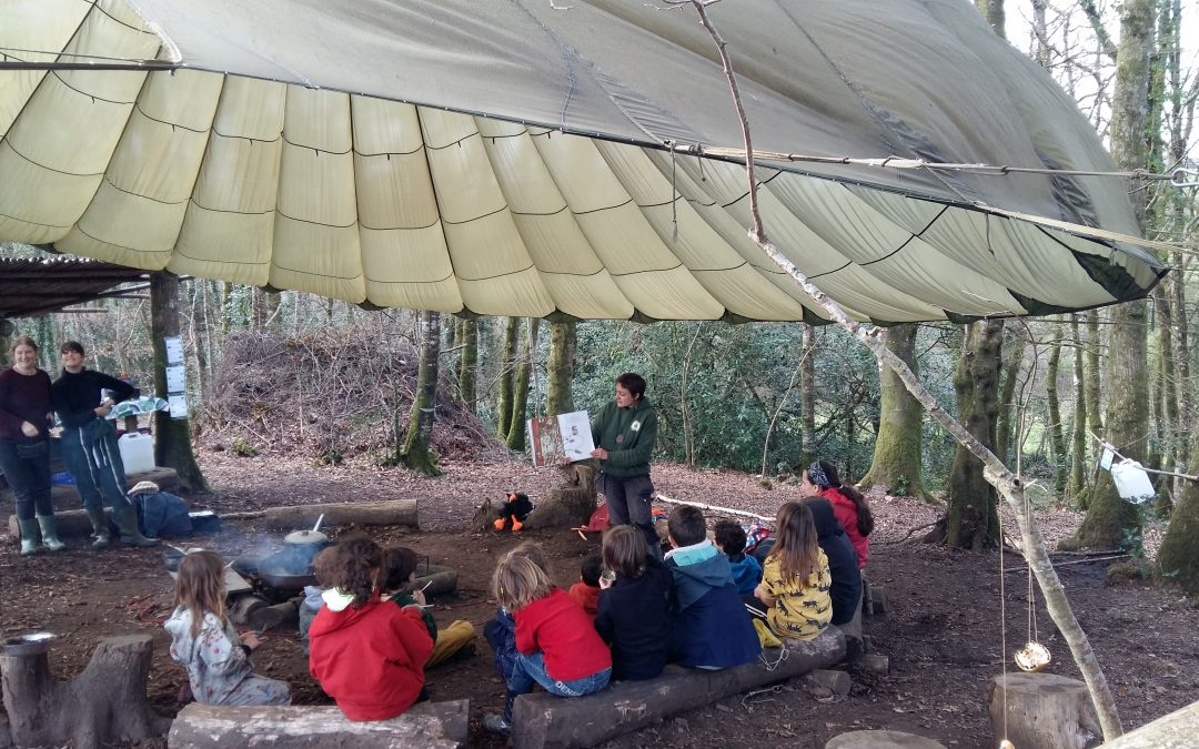 On se pose Autour du Feu à la Forest School de Plonéis